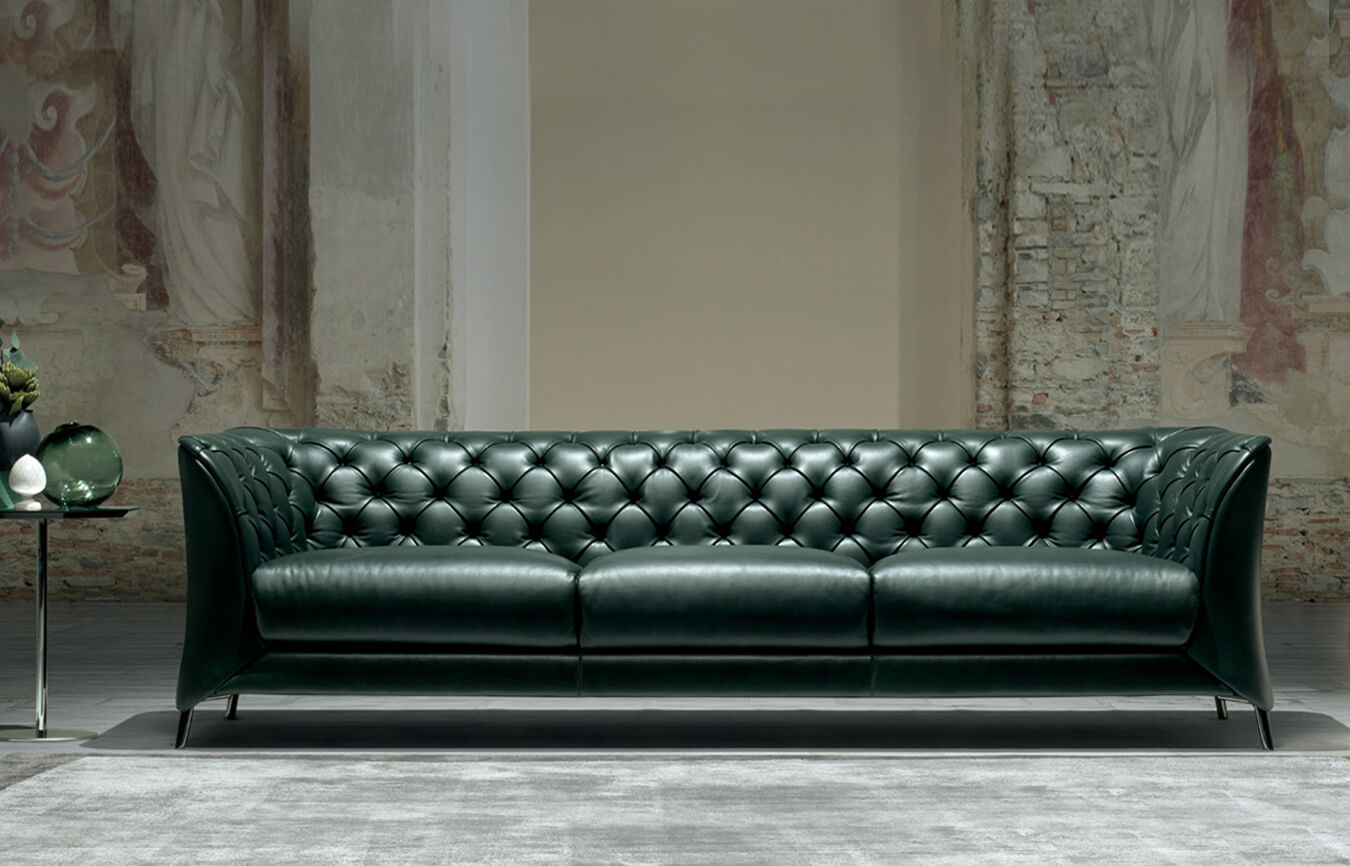 La scala sofas and couches from natuzzi in simplysofas for Semi classic sofa